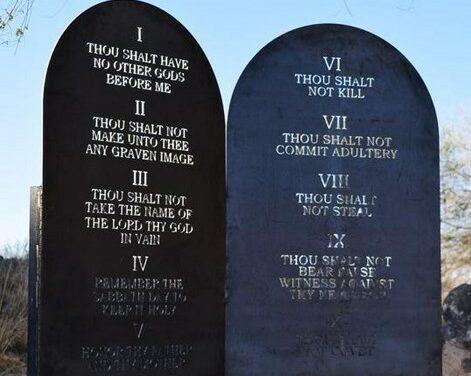 Ten Commandments erected at base of Tomé Hill