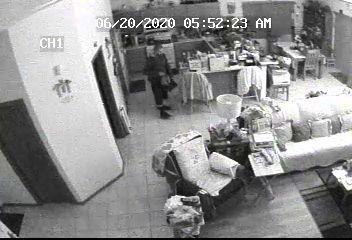 Los Lunas police seeking public's help with burglary suspect