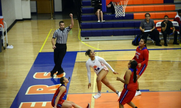 Los Lunas earns win over defending 5A state champions