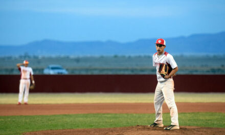 Valencia wins both games in double-header with Bloomfield